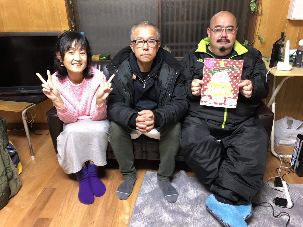 「つなぎレンガ座」スタッフの宮近由紀子さん(左)、中島正人さん(中央)、寺尾亮二さん(右)