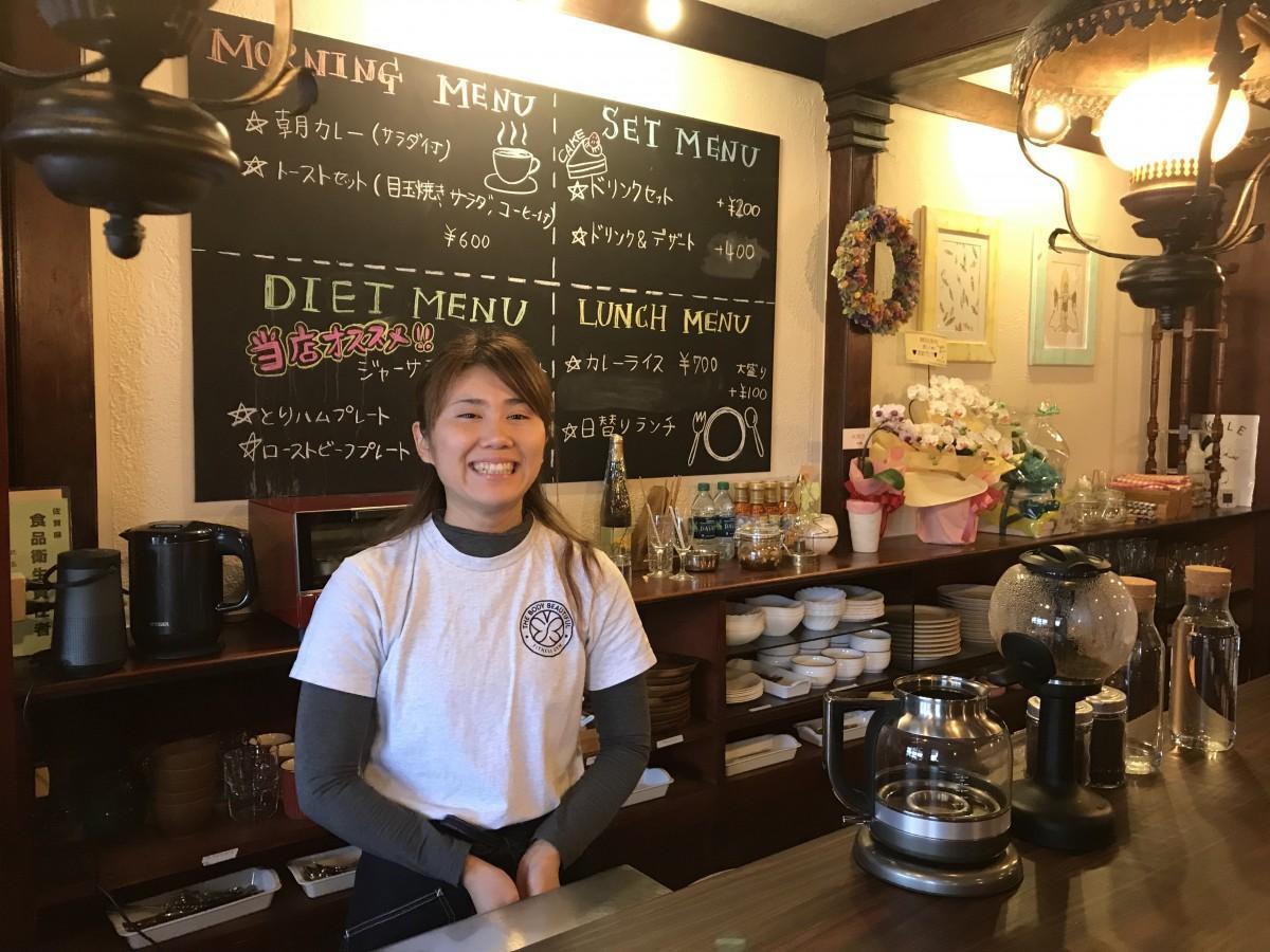 「CAFE RETRO(カフェ レトロ)」店主の小柳まいさん