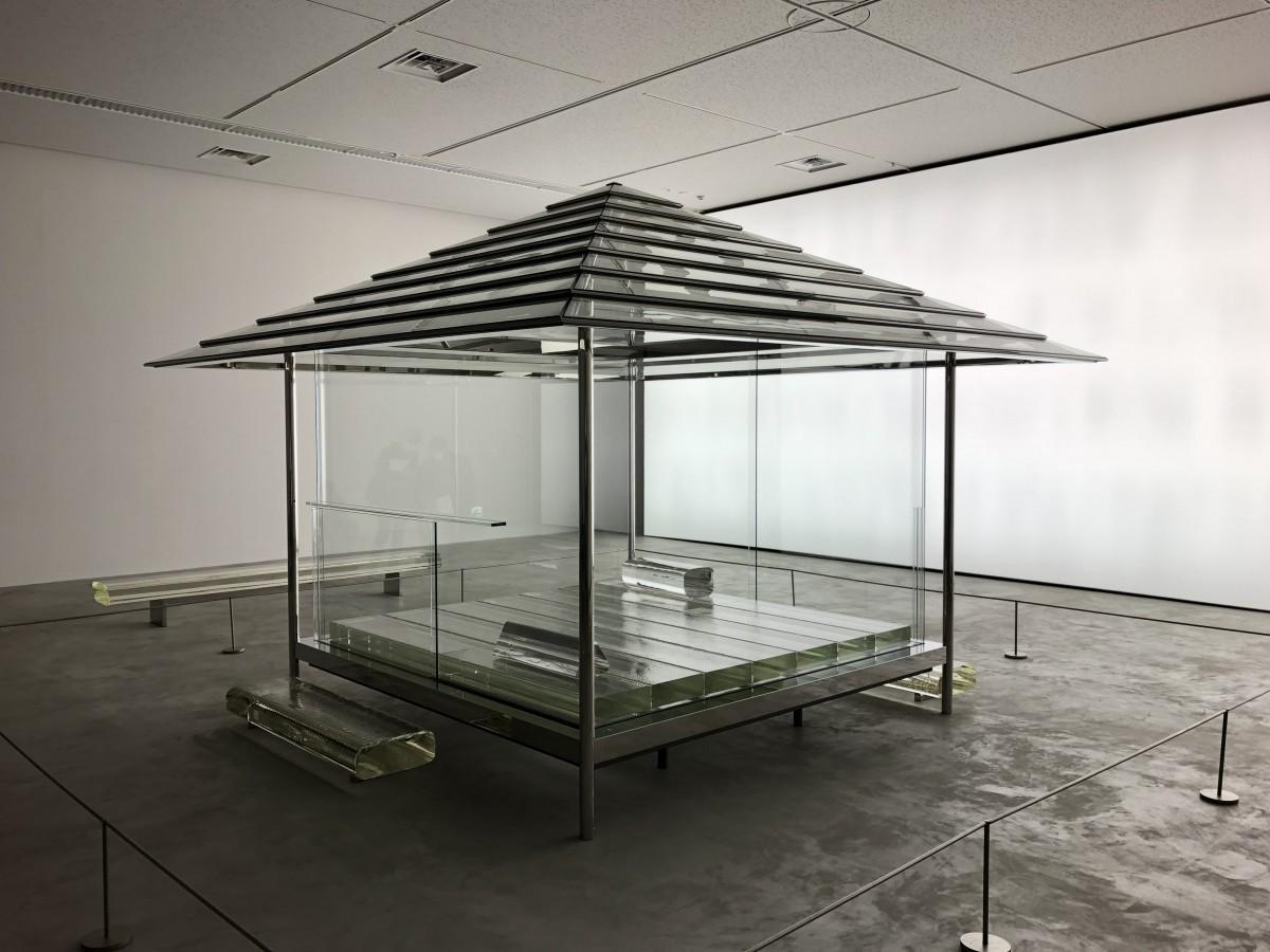 佐賀出身の芸術家・吉岡徳仁さんの「ガラスの茶室-光庵」展示 大作に ...