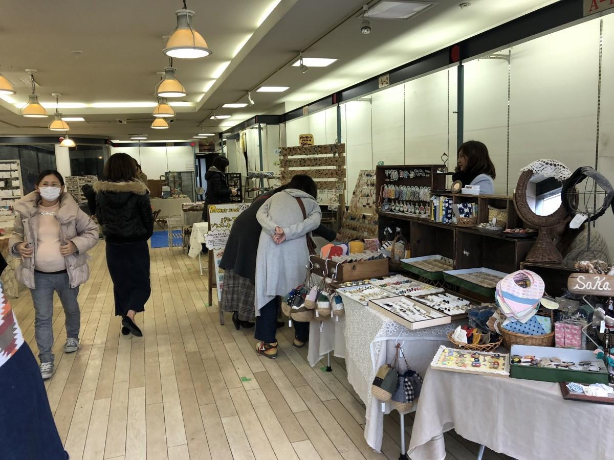 ハンドメード雑貨店が多数出店した文房具店「マツヤ」の旧店舗内