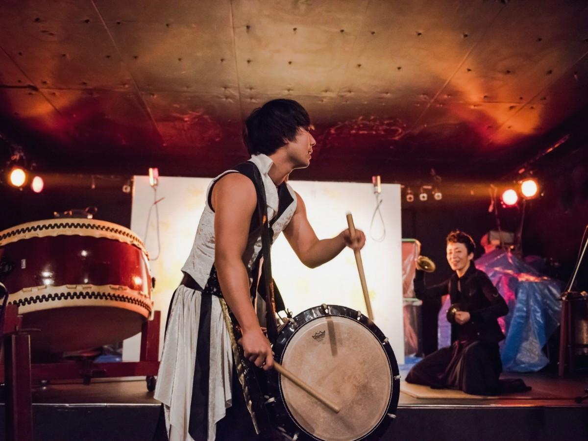 「和太鼓『禅』」過去のステージから和太鼓パフォーマンスの一場面