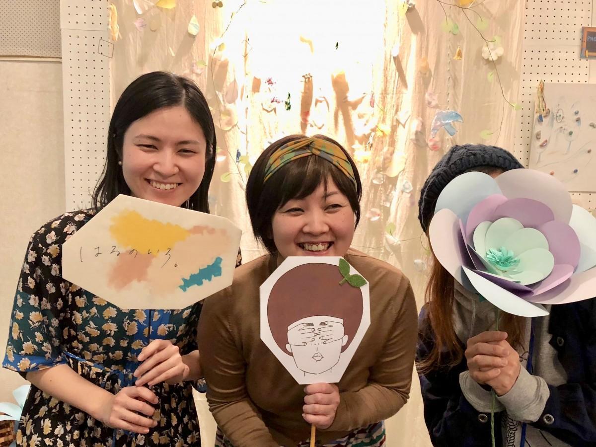 (左から)「絵をかくひと  jino jino」さん、「飾りをつくるひと くにこ横丁」さん、「映像をつくるひと SPLAPi」さん