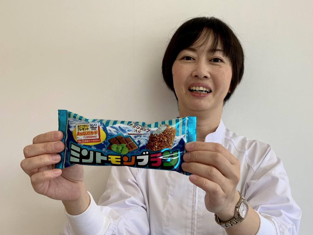 「ミントモンブラン」をPRする竹下製菓商品開発室次長の宇佐美麻衣子さん