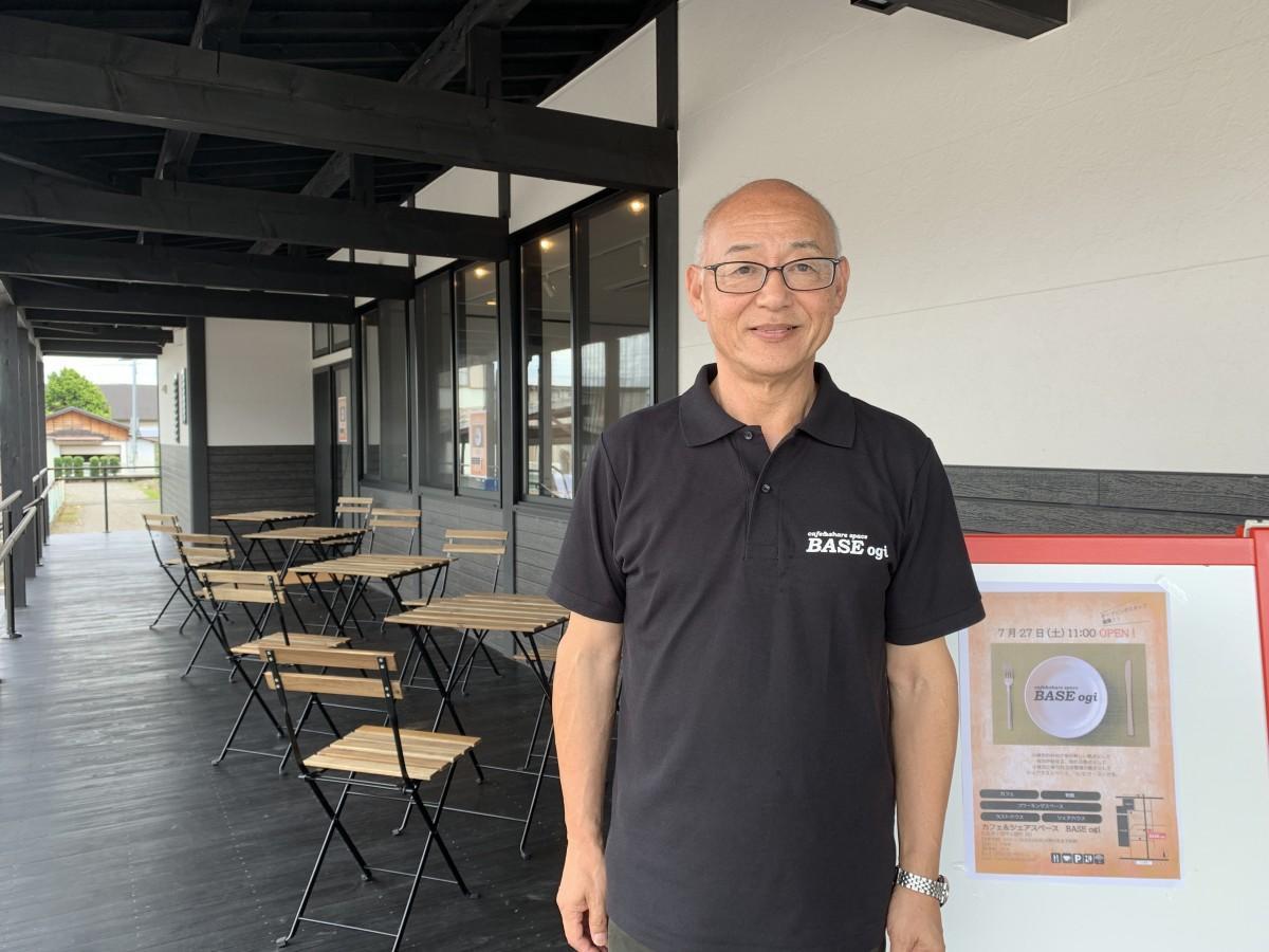 「カフェ&シェアスペース BASE ogi」運営事務局長の荒川司さん