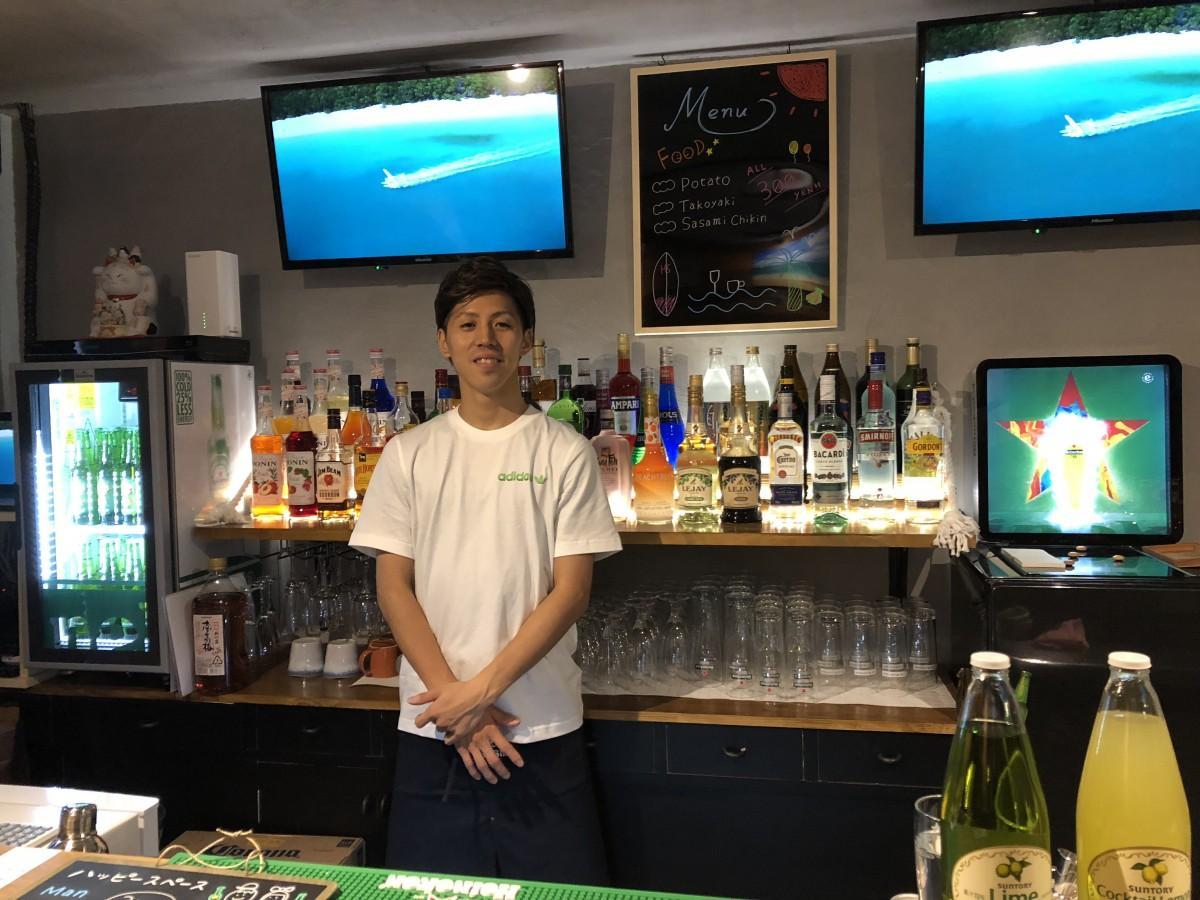 「Cafe&Bar ハッピースペース」店主の龍浩太郎さん