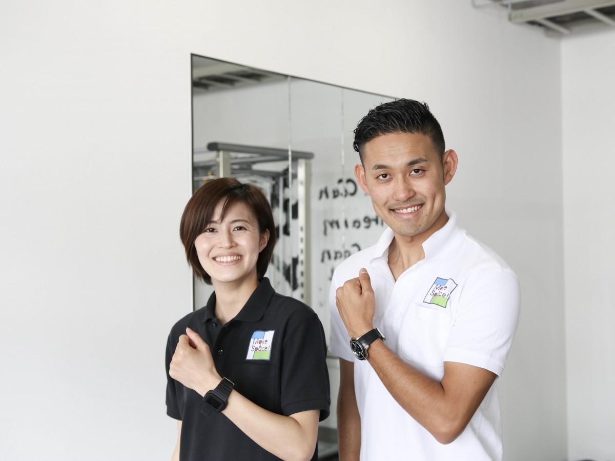 (右から)店主の古賀久達さん、スタッフの朝永千晶さん