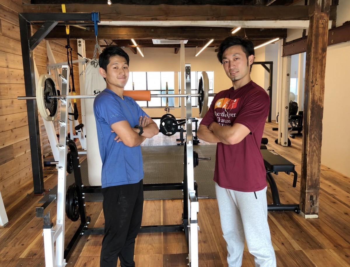 店長の徳島幸則さん(右)と副店長の高祖憲人さん(左)