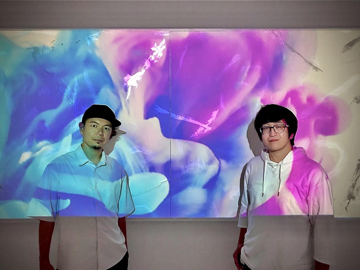 最新作「白光の思い」と山口芳水さん(左)、高崎優詞さん(右)