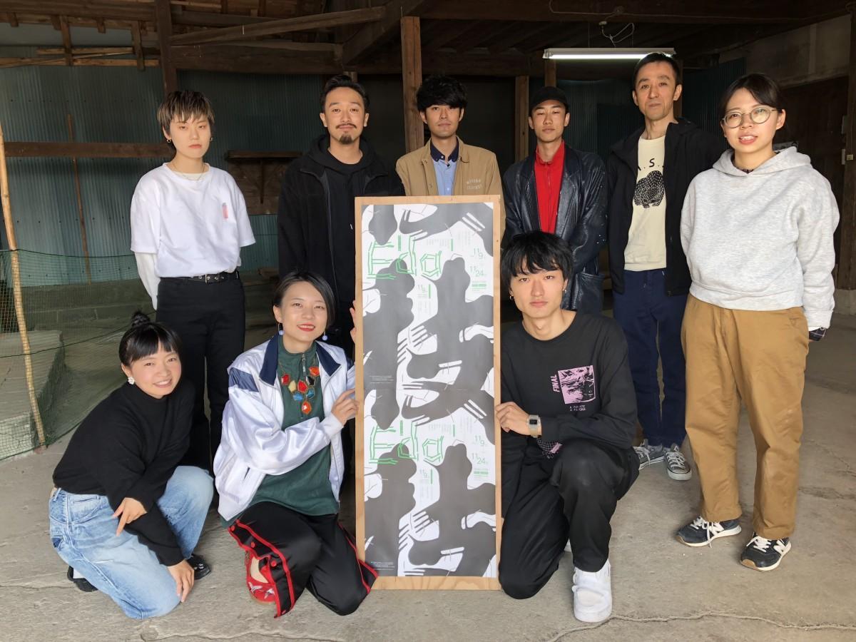オオイコウセイ(前列右)さんら「グループ展Eda」に出展するメンバー9人