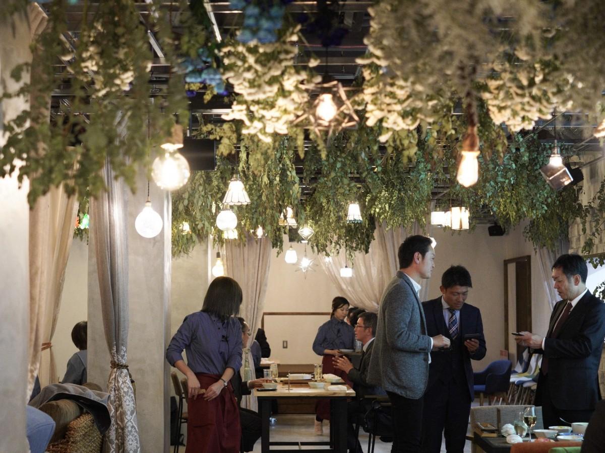 ダイニングレストラン「フラワー スタイル リラ」でのパーティーの様子(内覧会にて)