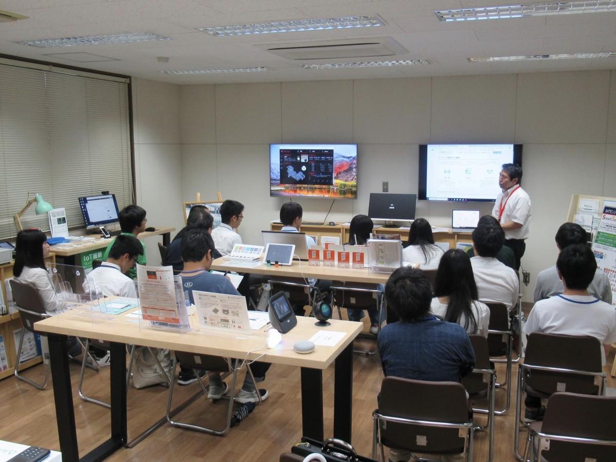 「IT企業見学バスツアー」で訪問する「佐賀県産業スマート化センター」(前回の様子)