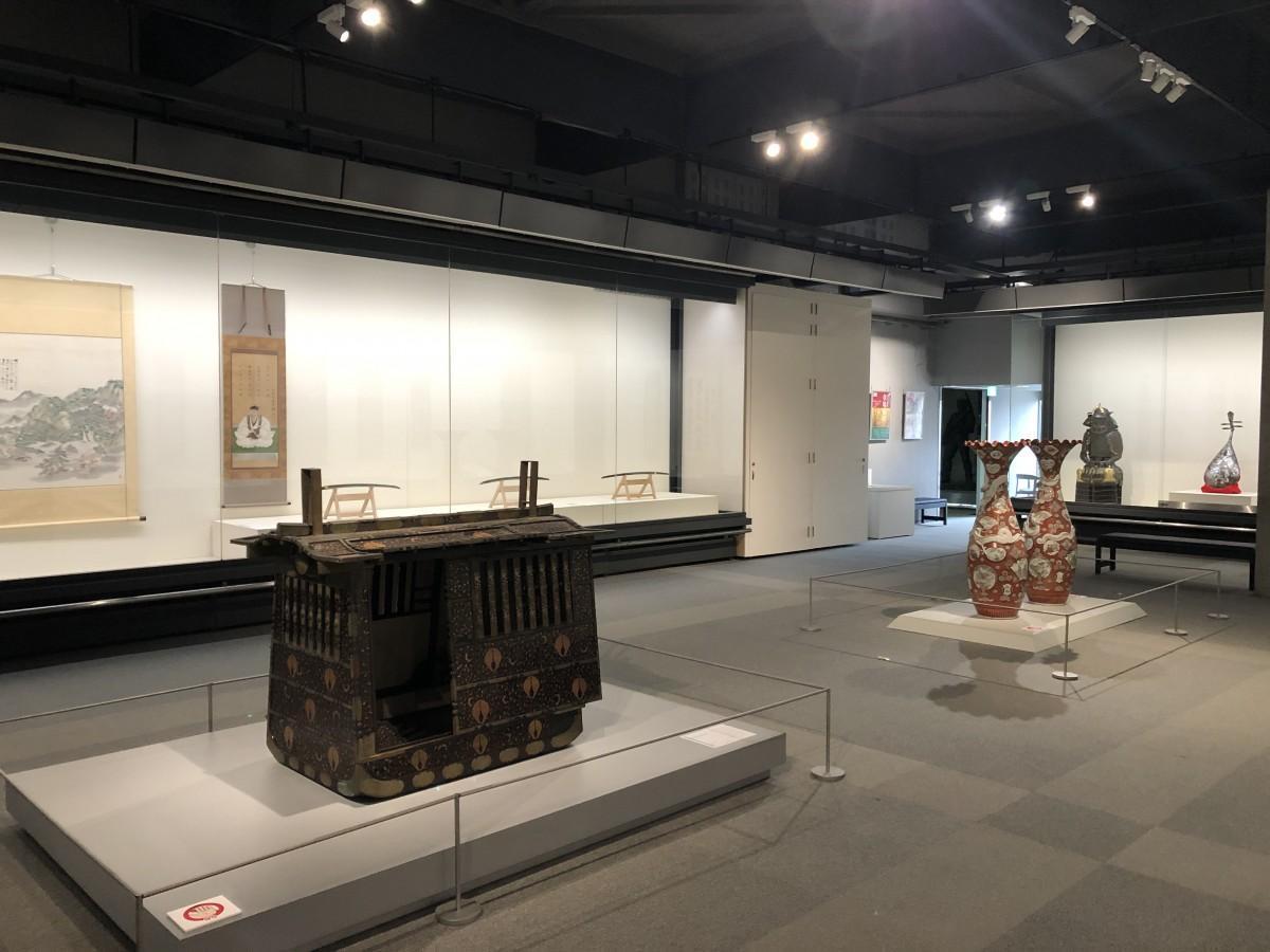 「県博クロニクル」展示会場内の様子