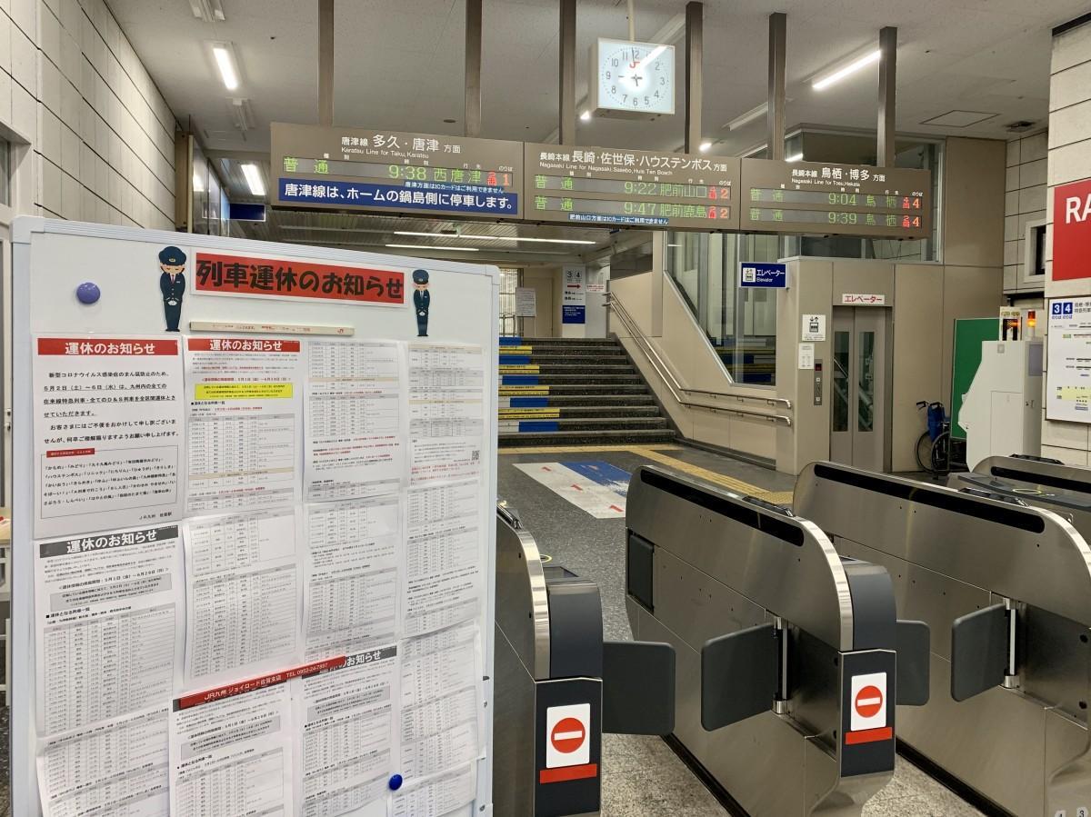 普通列車のみの発車表示となっているJR佐賀駅改札口の発車標