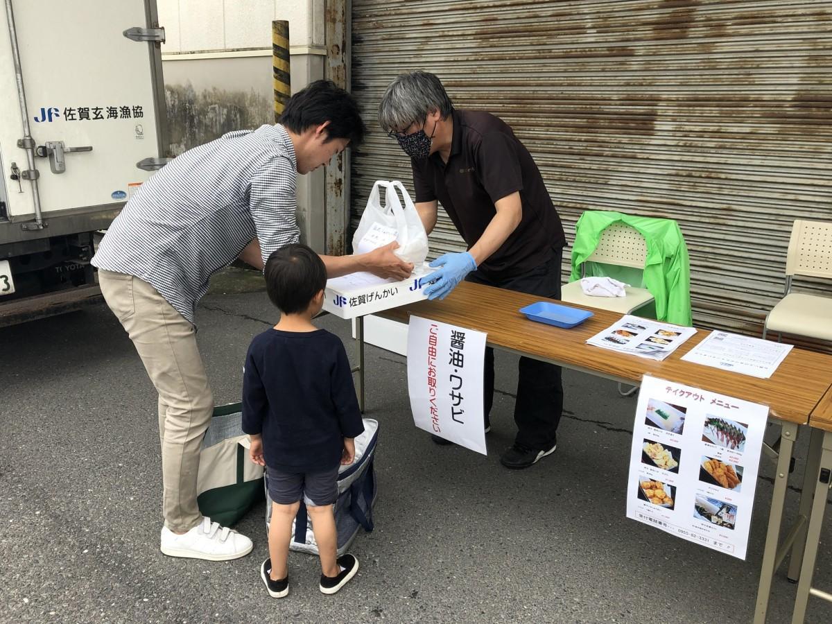 5月16日に行われた「呼子台場 大漁鮮華」のテークアウト販売の様子