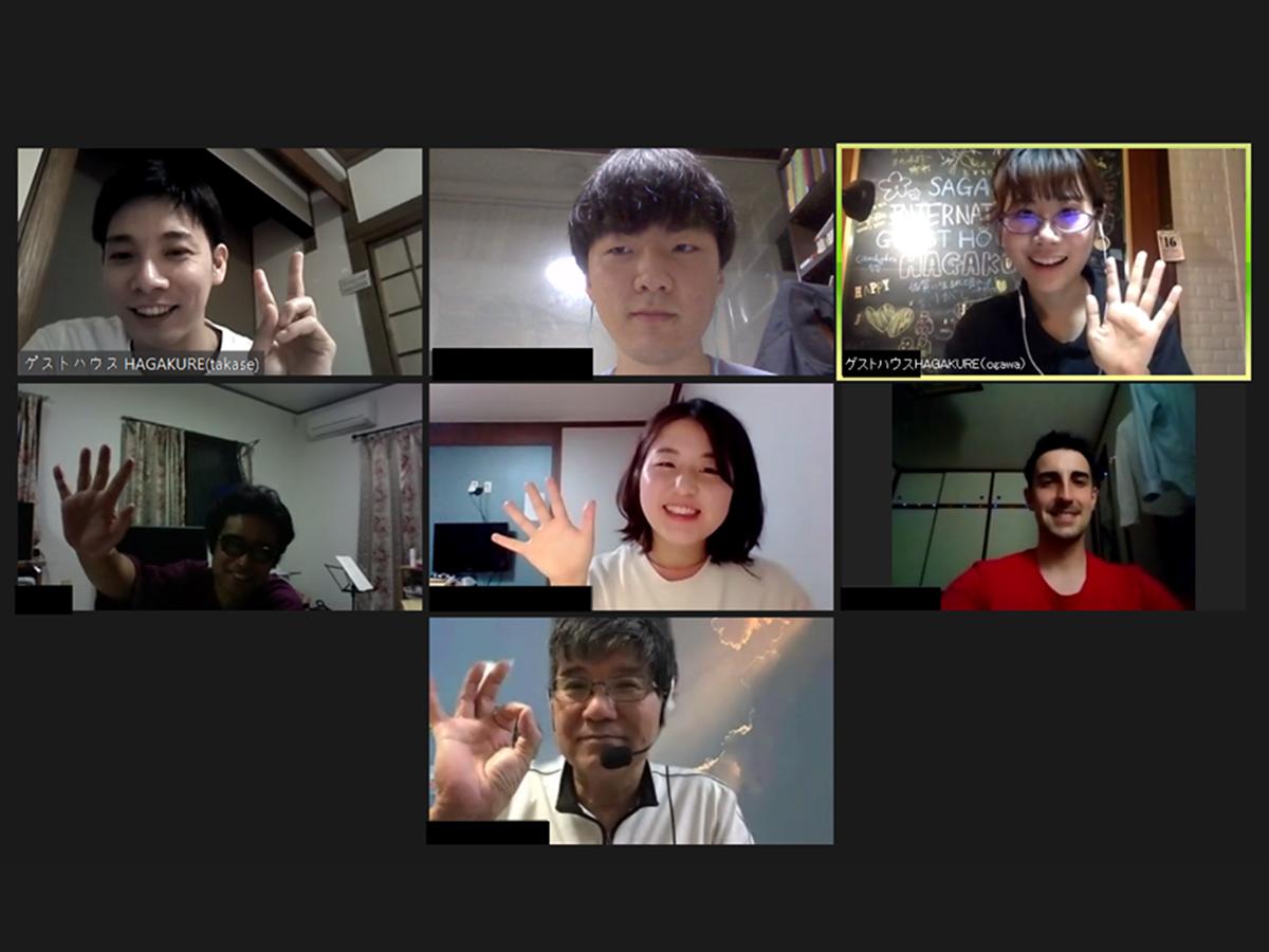 「佐賀インターナショナルゲストハウスHAGAKURE」が開催するオンラインバーの一場面
