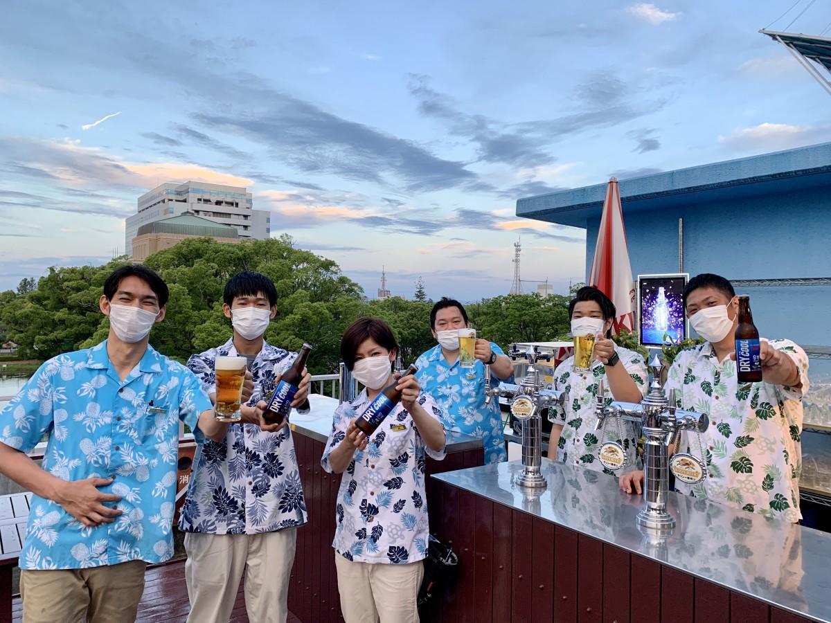 「ホテルニューオータニ佐賀」ビアテラススタッフ