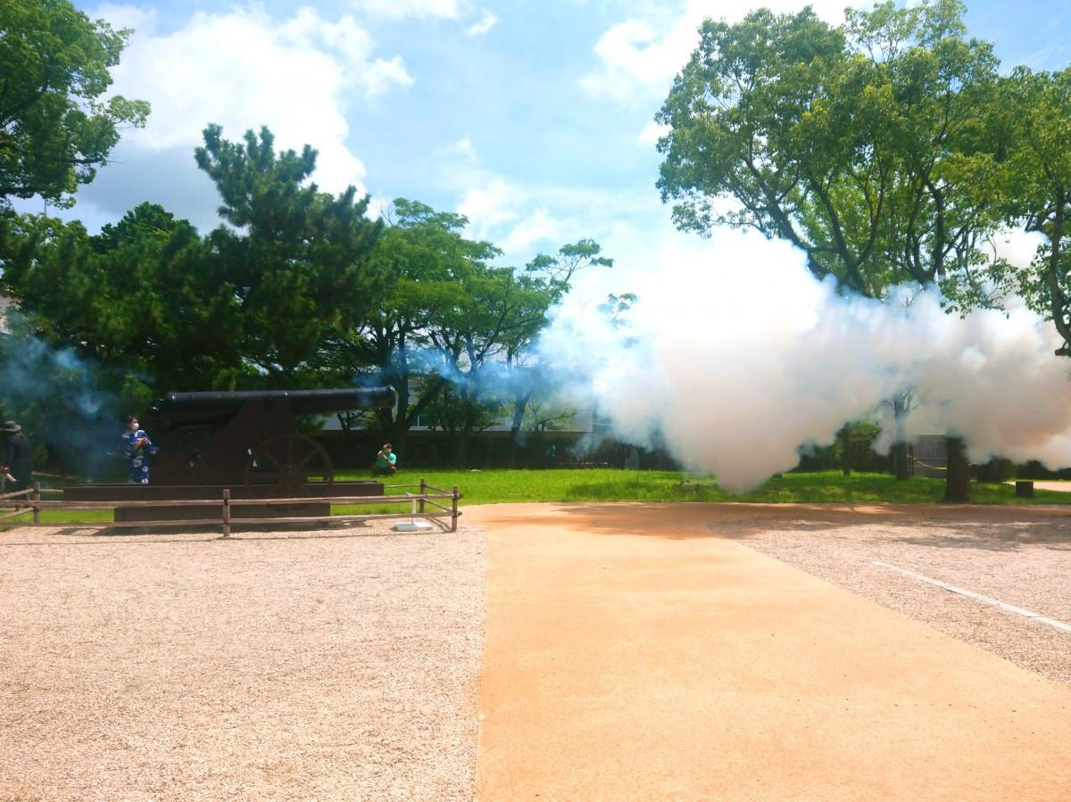 カノン砲発射の瞬間