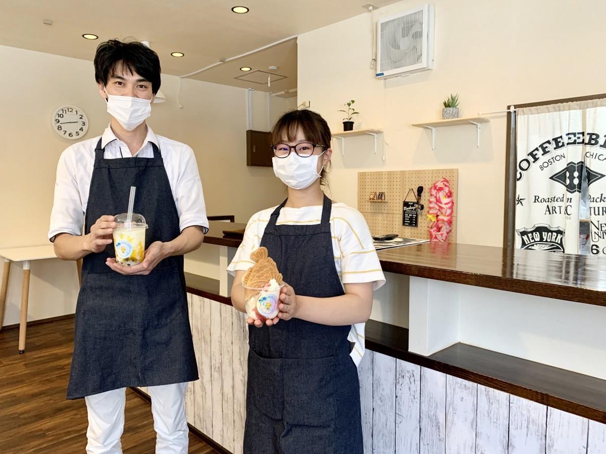 カフェ「ミルキーフレーバー」店主の末森祥聖さん(左)とスタッフ
