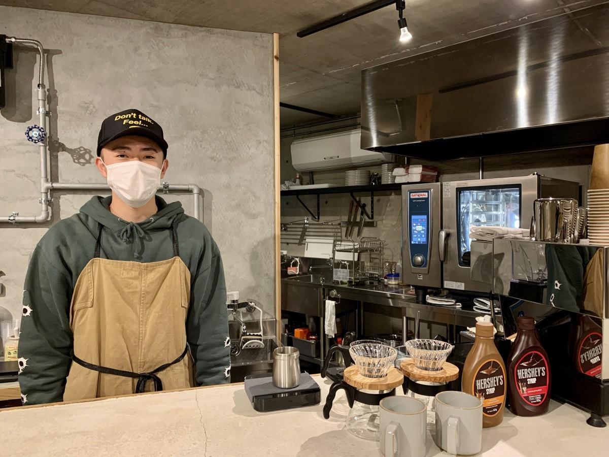 カフェ「orutana」店長の齋涼太朗さん