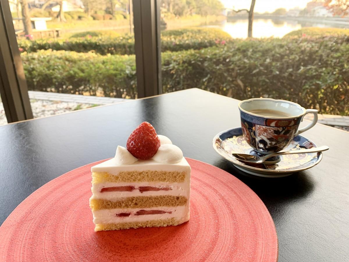 ホテルニューオータニ佐賀で提供する「スーパーあまおうショートケーキ」
