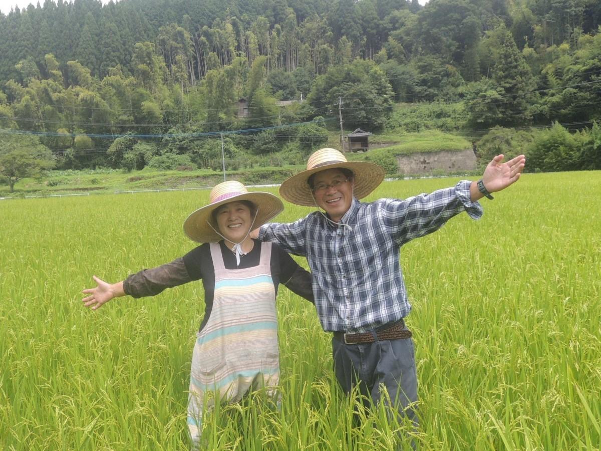 (右から)農家民宿「具座」の藤瀬吉徳さん、藤瀬みどりさん