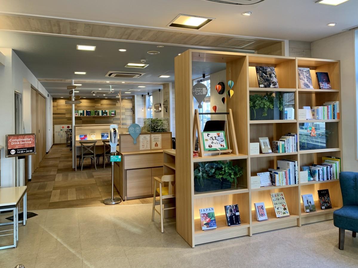 コンフォートホテル佐賀にオープンした「ライブラリーカフェ」
