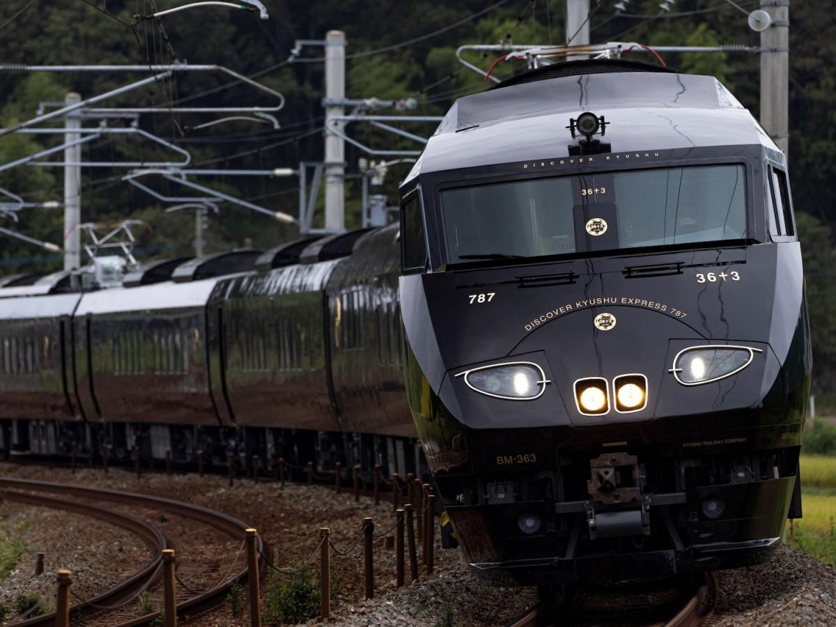 JR九州の観光列車「36ぷらす3」