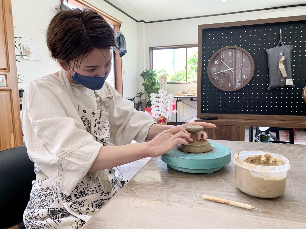 陶器店「そら窯」店主の秋吉めぐみさん