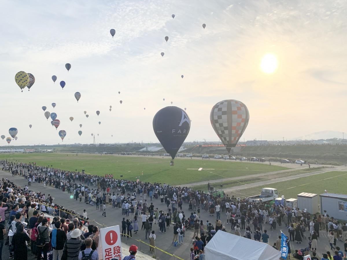 来場者を迎えて開催した2019年の「佐賀インターナショナルバルーンフェスタ」熱気球競技