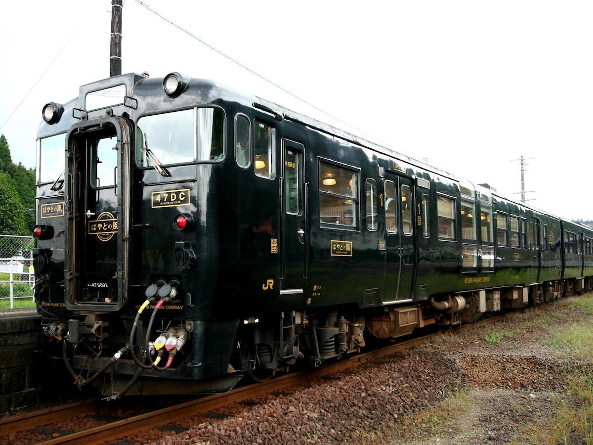 JR九州の観光特急「はやとの風」