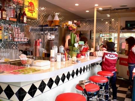 アメリカンハンバーガーショップ「K's Pit DINER」店内