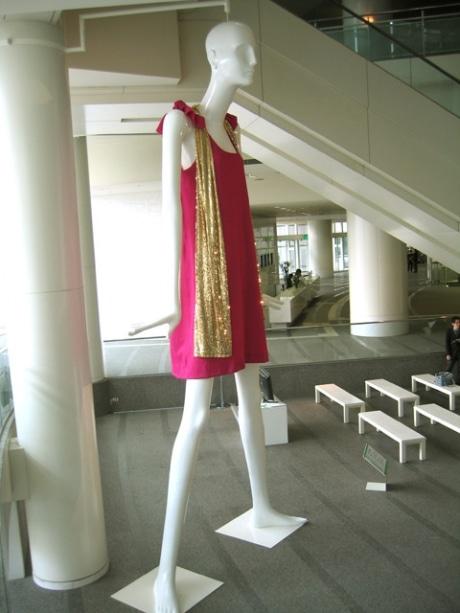 愛知芸術文化センターで展示中の「ナナちゃん」。