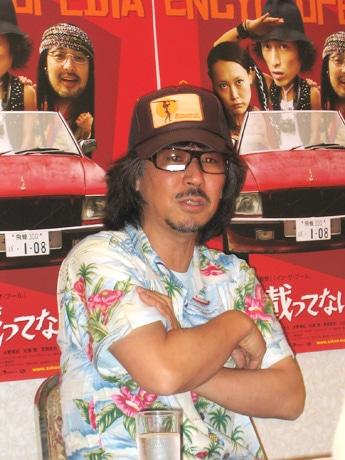 「図鑑に載ってない虫」の記者会見に登場した三木聡監督。