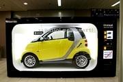 smart、世界最小の「自販機型」ショールーム-栄ラシックに