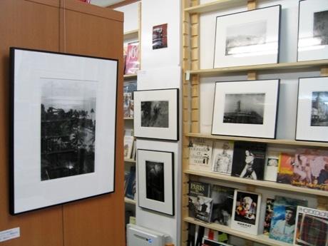 「ワンオンワン」店内で行われているフランコ・タデオさんの写真作品の展示