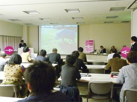 愛知芸術文化センターで行われた記者発表の様子