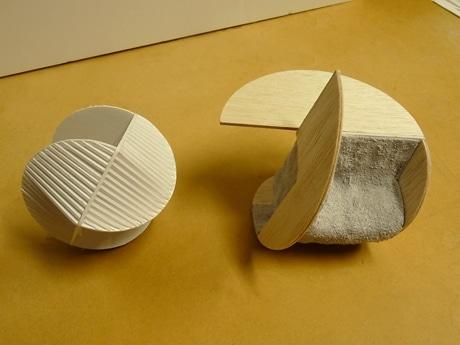 幾何学的な形のソファを提案したグランプリ作品(模型)