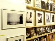 写真を始めて1年の若手写真家、栄のセレクト書店で作品展