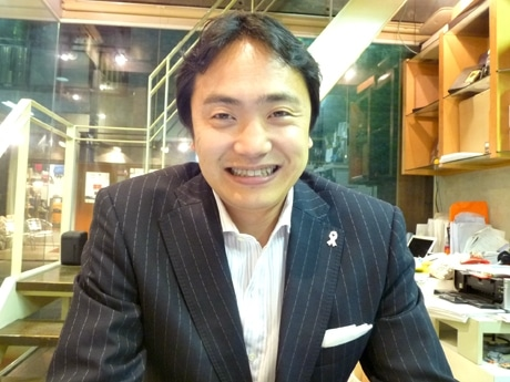 サカエ経済新聞の取材に応える加藤慎康学長