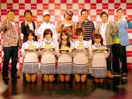 プレス発表会に参加した木村祐一さん、たむらけんじさん、平塚哲二プロ、ブラックマヨネーズ、はんにゃ、SKE48
