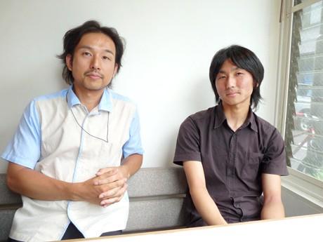 サカエ経済新聞のインタビューに答える伊藤孝紀准教授(左)と、富田有一さん(右)