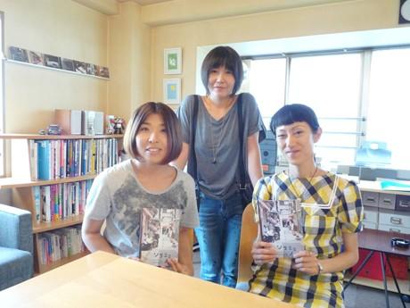 ソラミミノオトを制作する3人。左=フォトグラファーの林直美さん、中央=デザイナーの江利山明美さん、右=ライターの梅田美穂さん