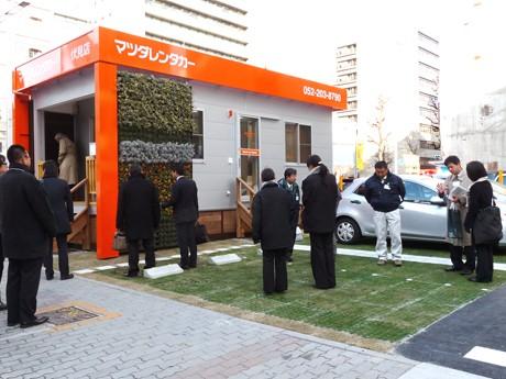 「緑化路面駐車場」の様子。1月13日は報道陣に向けた説明会が開催された