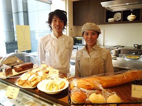 左=「イグレック アサイ」オーナーシェフの浅井康史さん、右=「イグレックアサイ プティット プロヴァンス」シェフの西田清子さん