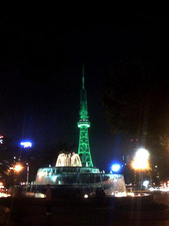 グリーンにライトアップされた名古屋テレビ塔