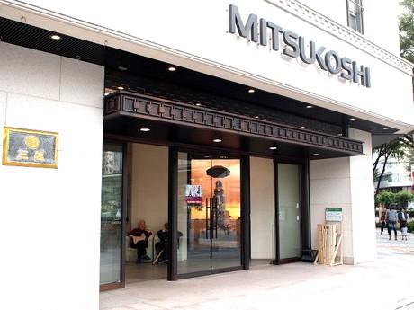 名古屋栄三越前に設置されたレンタル傘の社会実験「なごやかさ」ラック