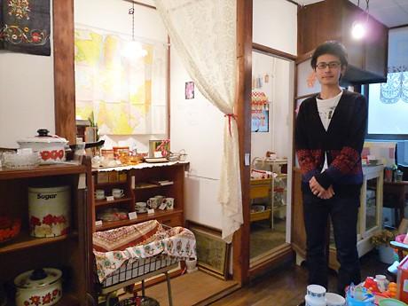 「雑貨を通して時代や文化を知ってもらえたら」と「緑園」の店主・大澤真純さん