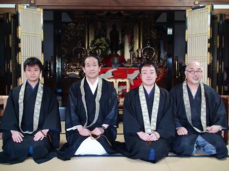 「G・ぷんだりーか」の(左から)加藤一尊さん、寺西伊久夫さん、佐々木賢祐さん、伊藤修さん