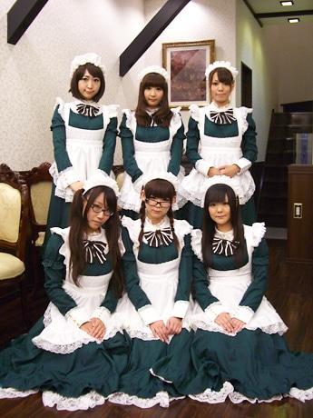 メードスタッフの(上段左から)マリナさん、ミイさん、チトセさん、(下段左から)ミヤビさん、イズさん、マイさん