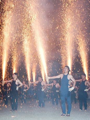 昨年の大須夏まつり「手筒花火」の様子